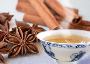 Имбирный чай с анисом и корицей.